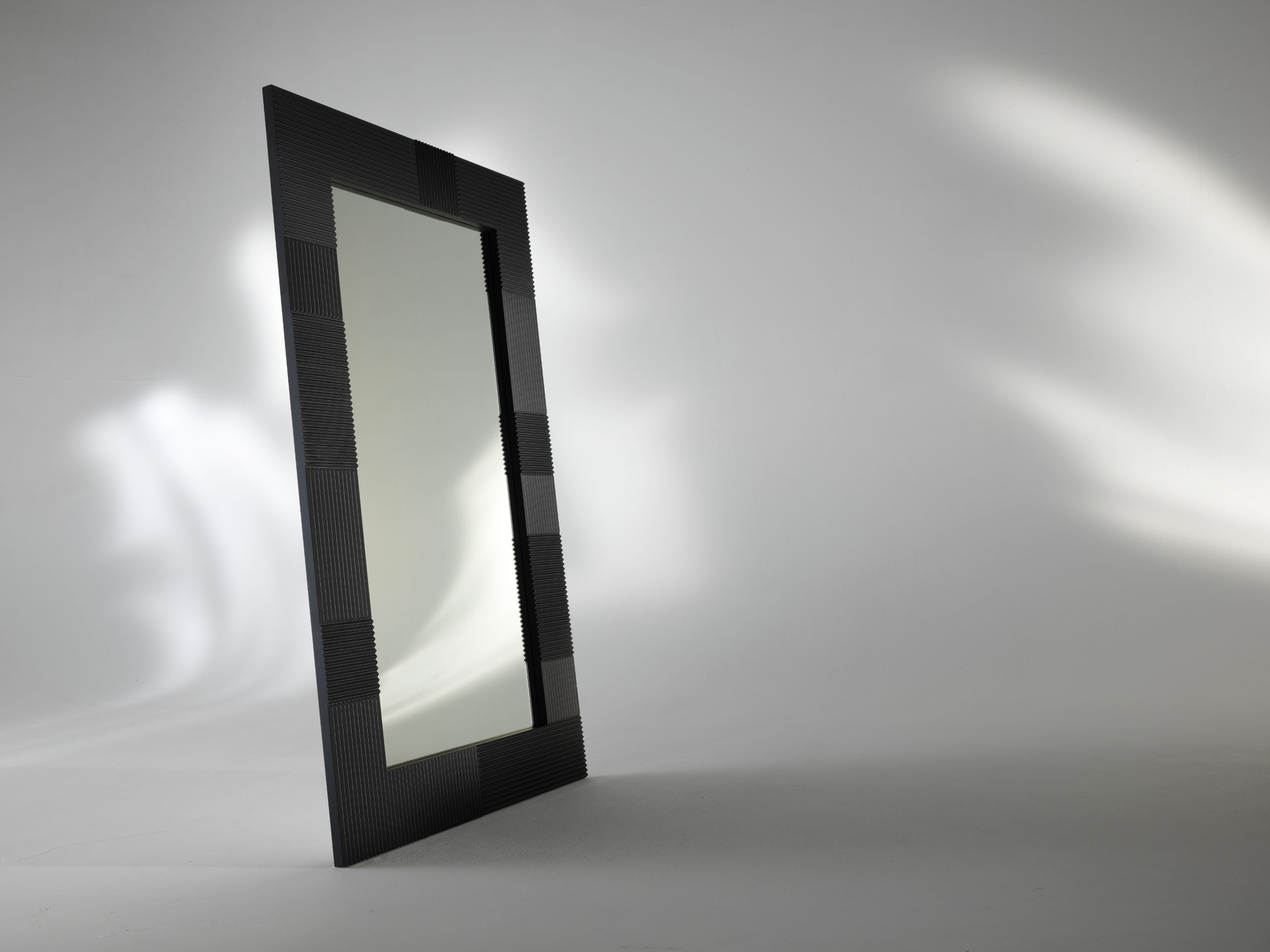 Albedo Design ALBEDO_2 mirror with MDF support lacquered gold, black or white satin.
